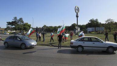 """Първа блокада на празника: Протестиращи спряха движението към """"Дунав мост"""" (снимки)"""