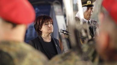 Караянчева: Скъпи скандиращи, днес е празник на политическата воля и здравия разум