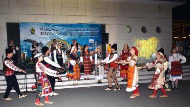 """Музикалният спектакъл """"Седемте чудеса на България"""" в Бургас показа магичната красота на фолклора ни"""