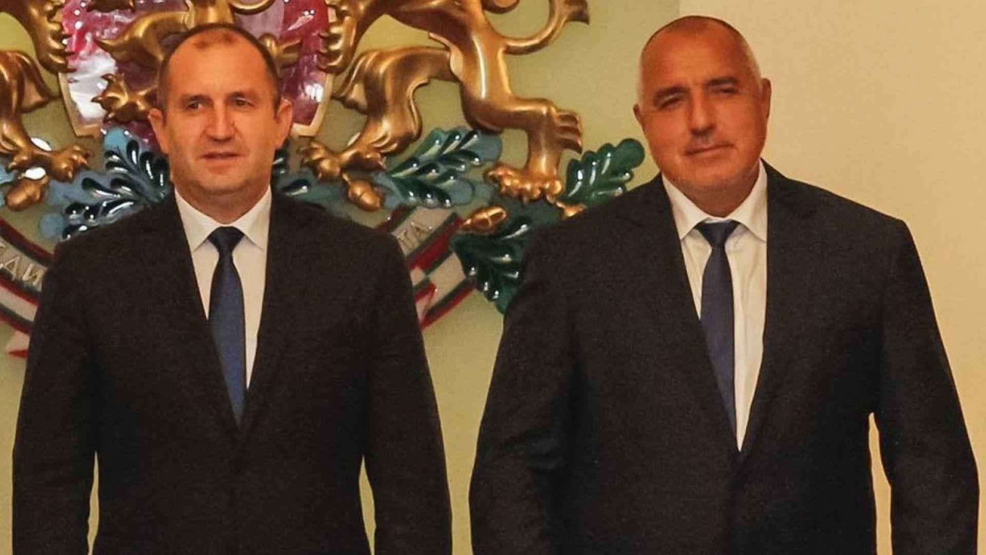 Борисов  и Радев с честитки към българските студенти