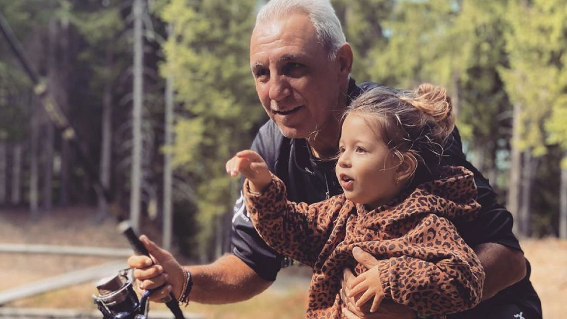 Христо Стоичков на риболов с внучката си (снимка)