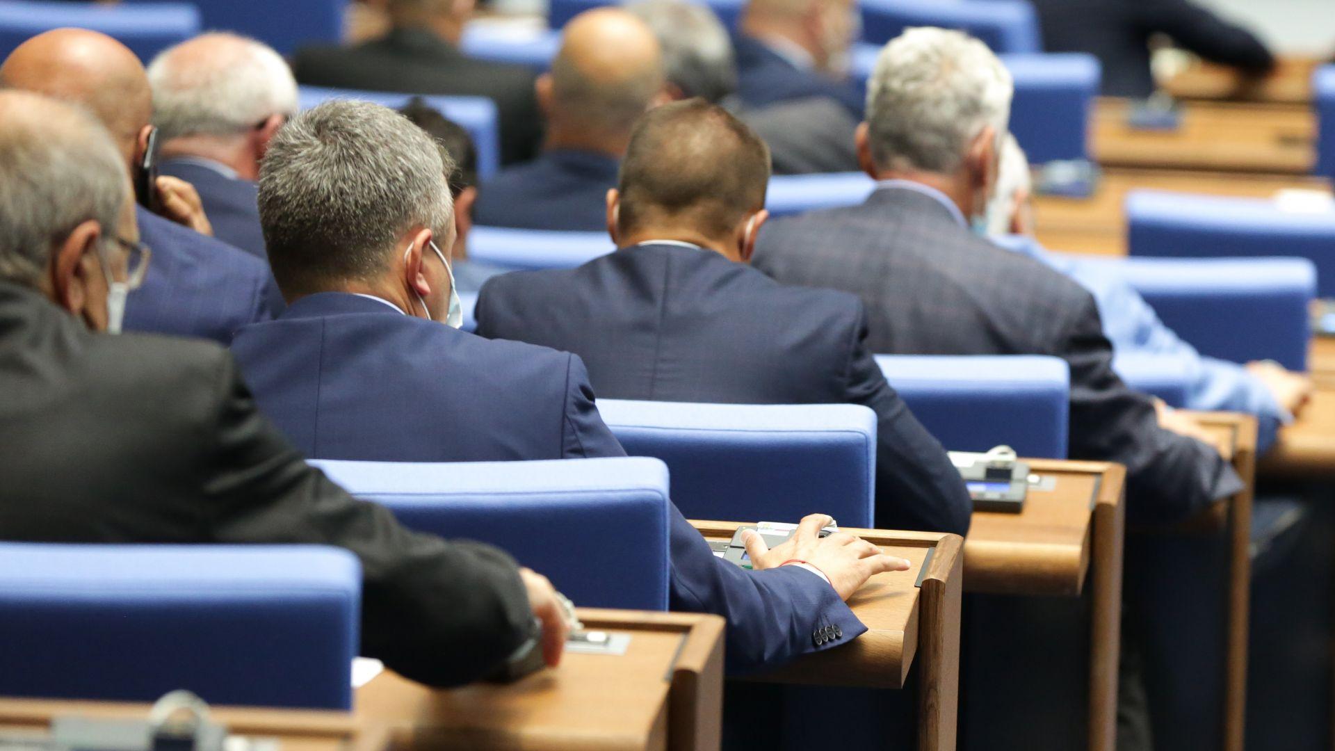 БСП се възмути, че министрите заседават онлайн и че в НС бавят отчета на Иван Гешев