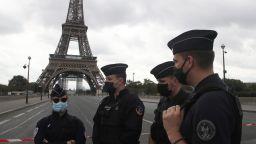 Бомбена заплаха опразни Афейловата кула, блокираха района (снимки, видео)