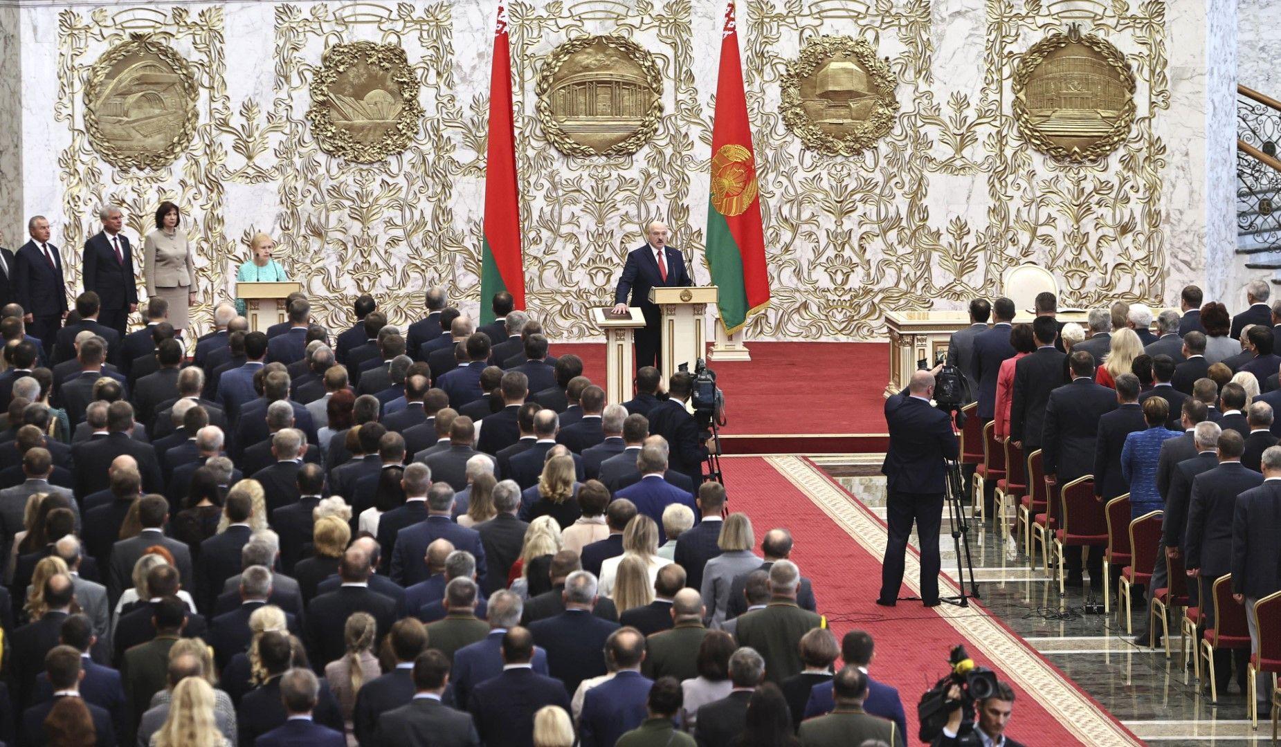 Александър Лукашенко положи клетва като президент на Беларус на необявена церемония на 23 септември