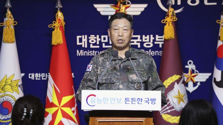 Северна Корея е застреляла южнокорейски представител и е изгорила тялото