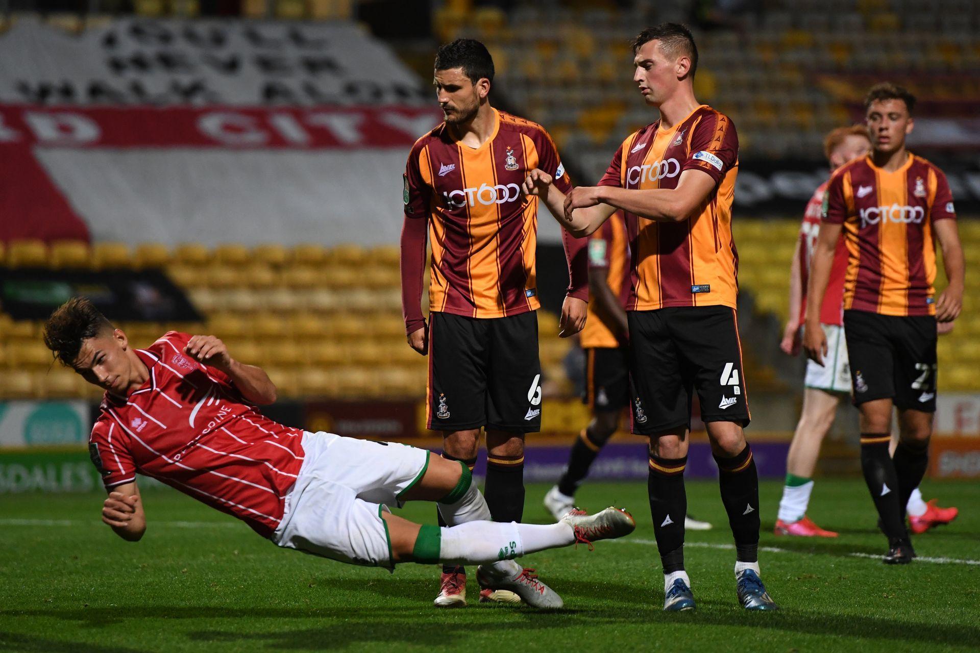 Монтсма (в червено) бележи срещу Брадфод в миналия кръг за Купата на лигата