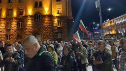 78-мият ден на протеста,яйца полетяха срещу централата на ДПС