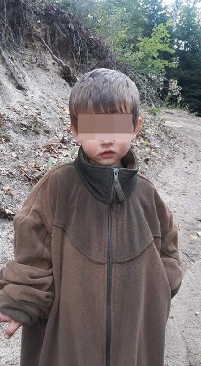 Горският облякъл детенцето с връхната си дреха и му дал чорапите си