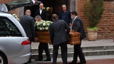 Жените и децата на Христо Сираков се събраха на погребението му