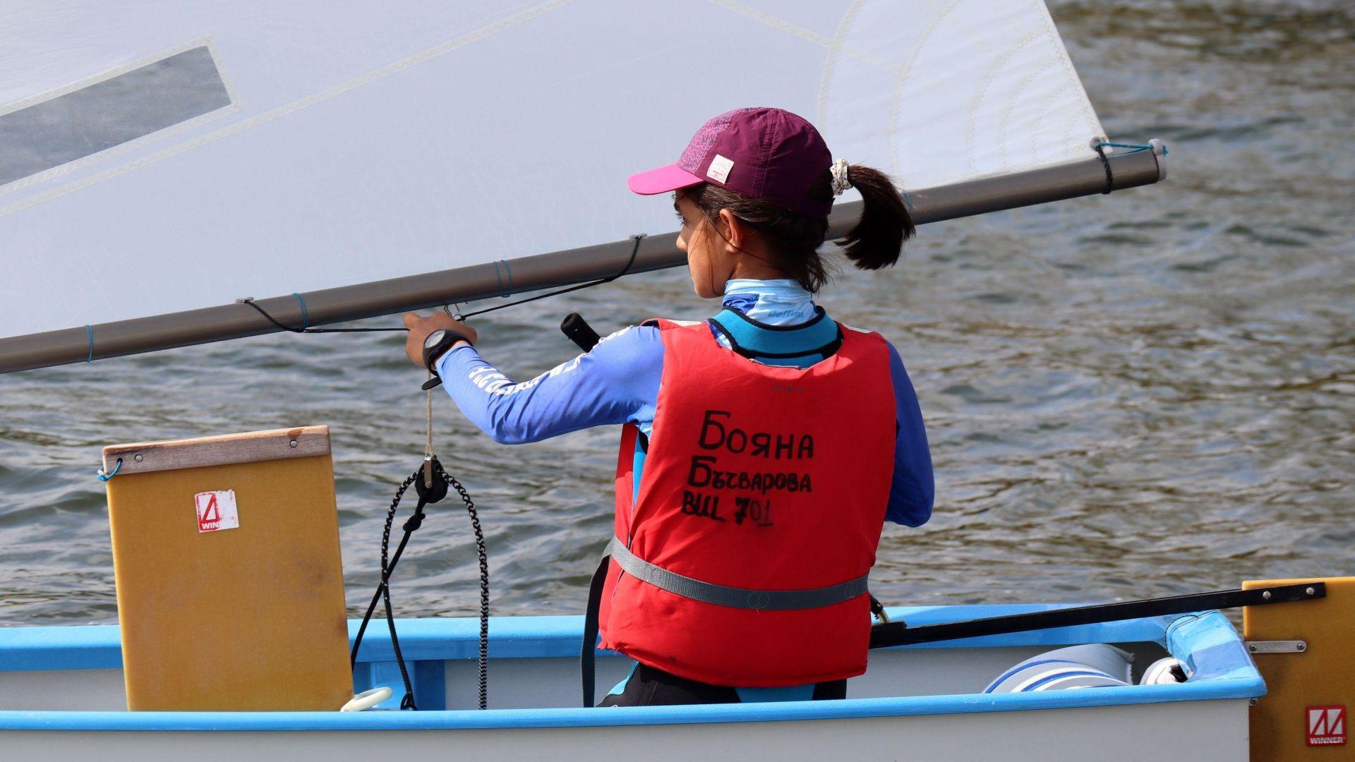 """Юбилейна регата """"Бриз"""": Над 100 яхти мерят сили във Варненското езеро"""