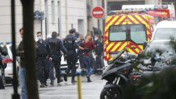 Още петима задържани за атаката с нож в Париж