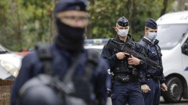 Баща уби зверски учител в Париж заради карикатури на Мохамед в клас (видео)