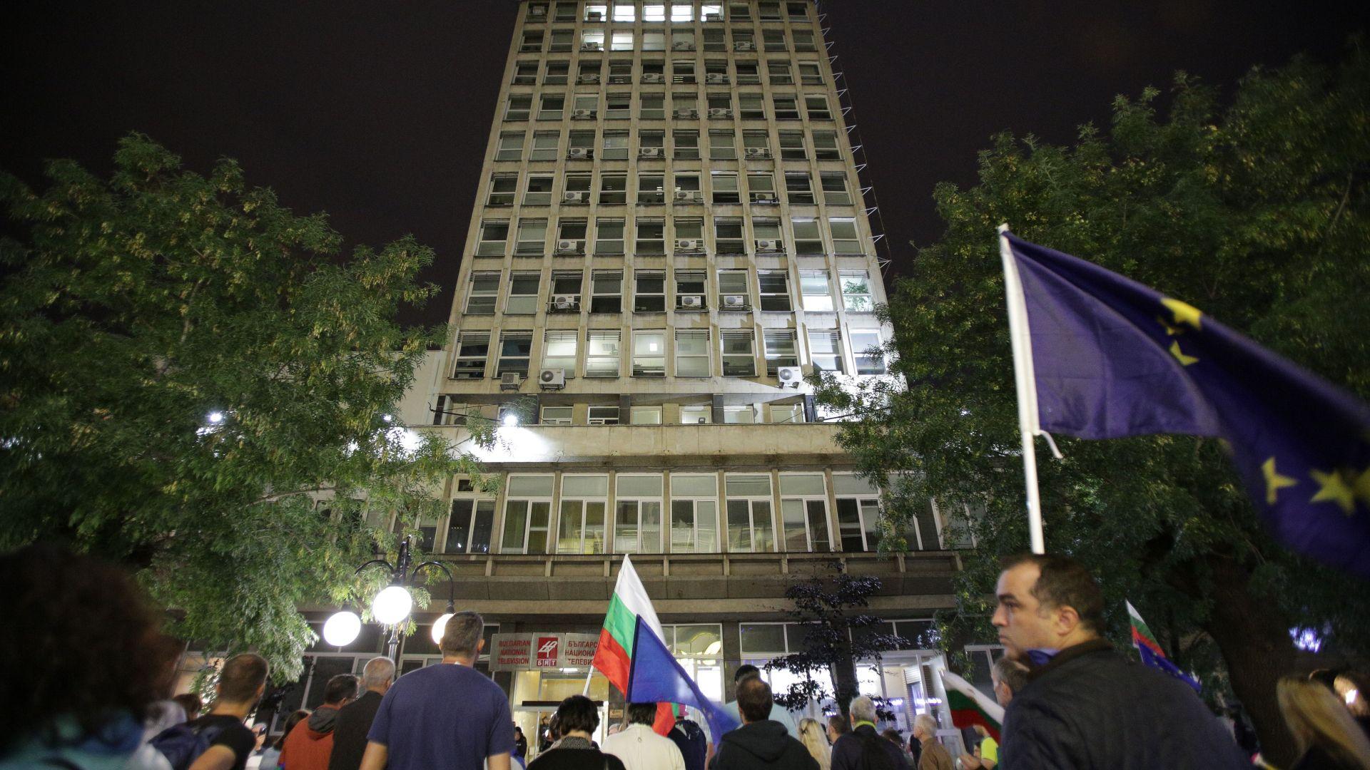 86-и протестен ден: Нова блокада и обстрел с яйца по сградата на БНТ