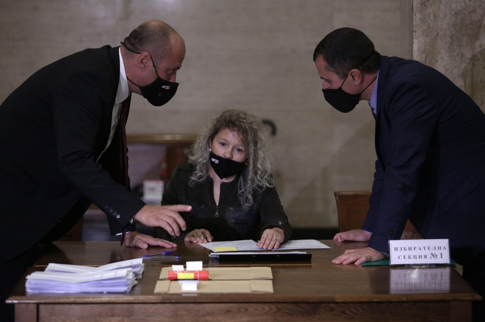 Отваряне на урната в  Съдебната палата