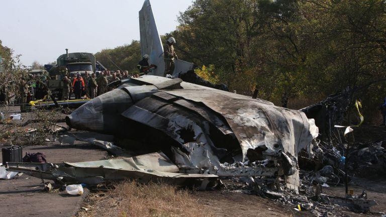 Черните кутии на катастрофиралия украински военен самолет са открити сред