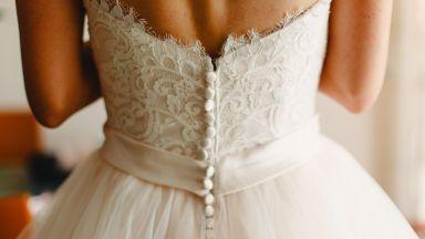Куриоз: Две жени си върнаха булчинските рокли след объркване преди 31 години