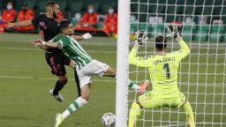 Реал измъкна първа победа за сезона след две ключови намеси на ВАР