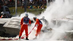 Зловеща катастрофа прекрати състезанието във Формула 2 (видео)