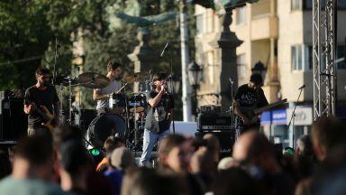 Протестен митинг-концерт блокира Орлов мост  (снимки)
