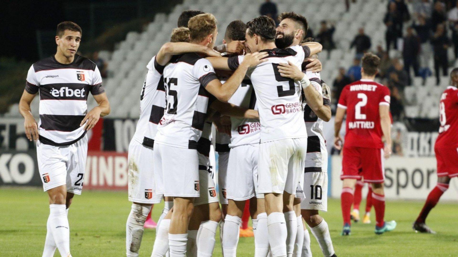 Токов удар и проливен дъжд не спряха Локомотив (Пловдив) срещу Славия