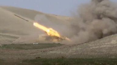 Тежки боеве и десетки жертви в Нагорни Карабах, мобилизация в Азербайджан (снимки и видео)