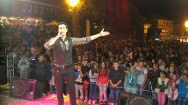 Фолк певецът Наско Терзиев оцеля след катастрофа в електрически стълб (видео)
