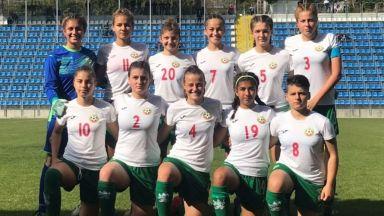 Хванаха селекционера на женския ни футболен отбор да преписва на изпит за лиценз