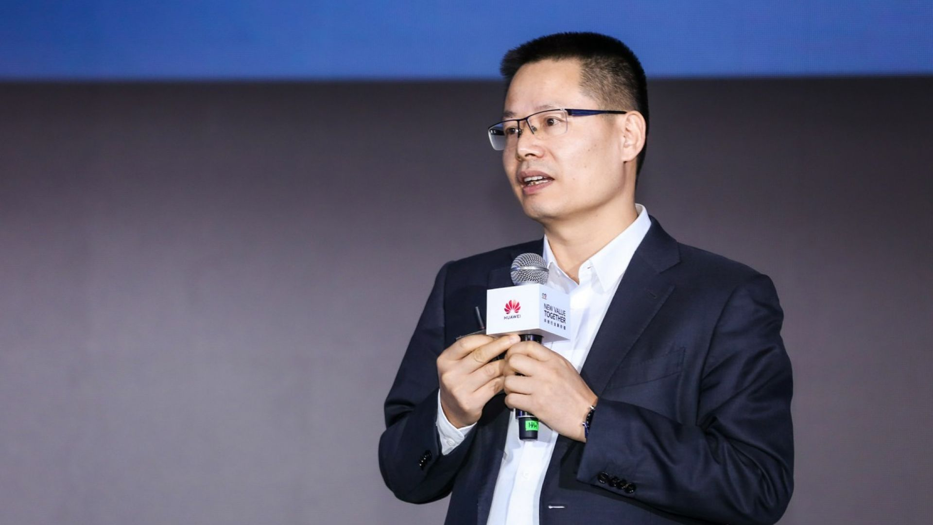 Кевин Ху, президент на продуктовата линия за комуникация на данни на Huawei, обявява пълни подобрения на интелигентното IP мрежово решение на Huawei