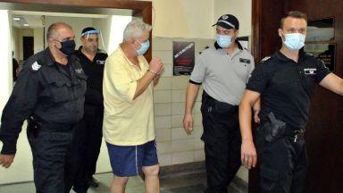 Александър Милкинов, хванат да блудства с 4 малолетни момчета в Хасково, остава в килията