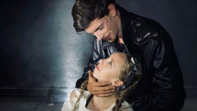 Боян Арсов в актьорски дуел със себе си като Отело и Яго на сцената на Театър Азарян