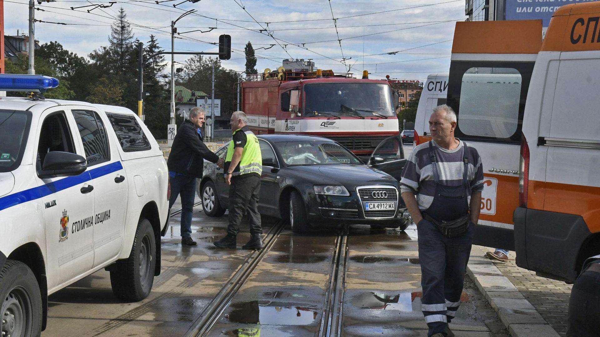 Президентът на волейболния ЦСКА е шофьорът, ударил челно линейка (снимки)