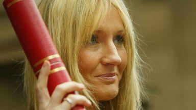 Известни британски творци защитиха Джоан К. Роулинг в скандала с транссексуалните