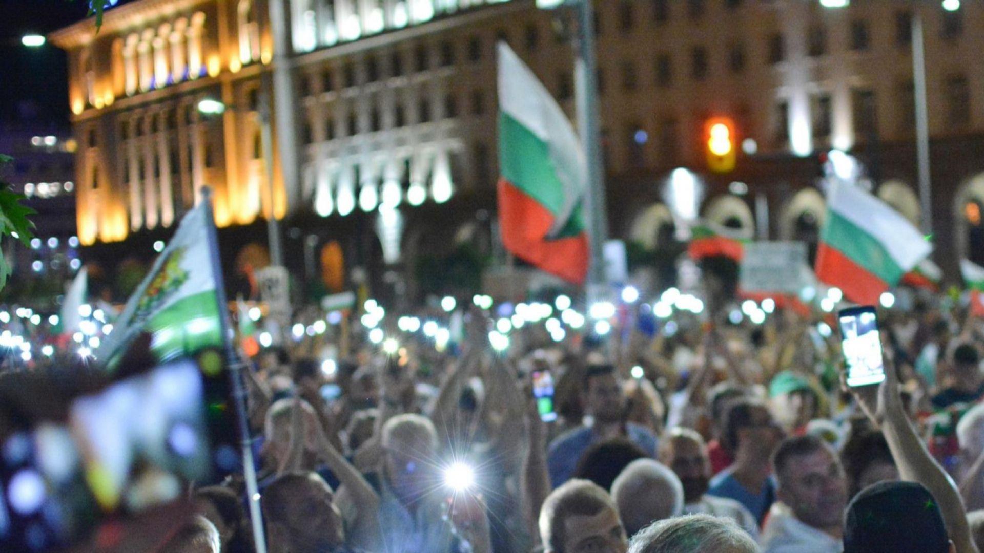 83-та вечер протести: Поискаха и оставката на Валери Симеонов