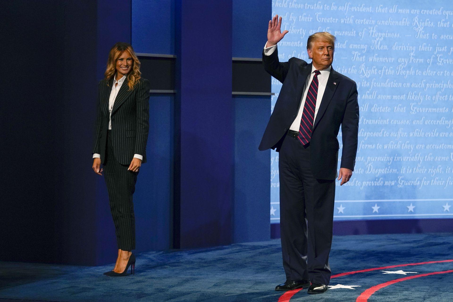Мелания Тръмп изпраща съпруга си преди дебата