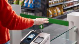 Amazon въвежда система за плащане с ръка
