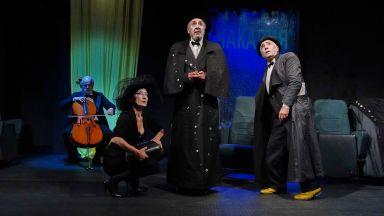 """Големият български музикант проф. Анатоли Кръстев свири на живо в """"Какво да правим с виолончелото?"""" в Народния театър"""
