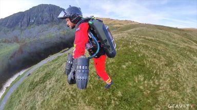 """Британската спешна помощ тества летящ """"Iron Man"""" костюм"""