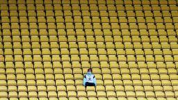 Официално: Феновете се връщат в залите от 1 октомври