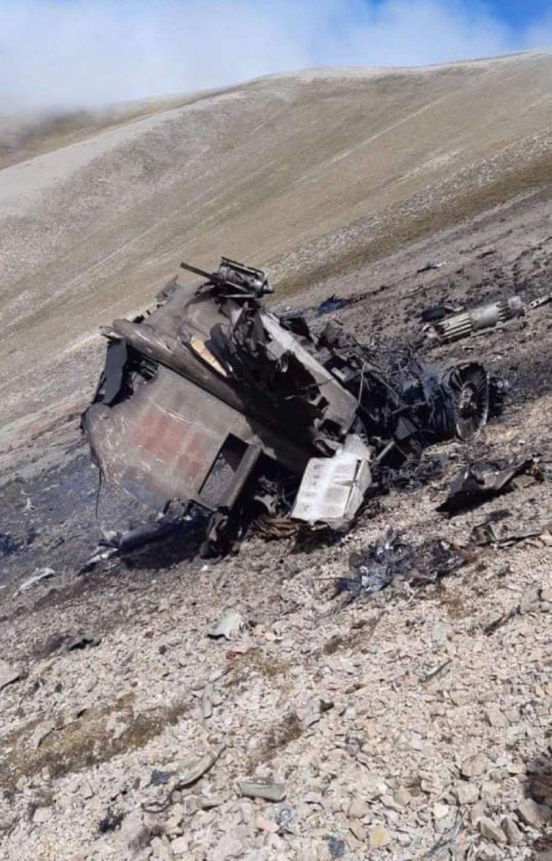 Останки от свален арменски боен самолет. Армения твърди, че турски изтребител F-16 е свалил неин SU-25 в арменското въздушно пространство, убивайки пилота. Турция отрече