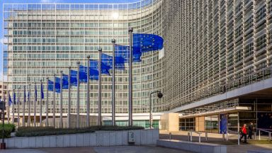 """Еврокомисията може да въведе """"въглероден данък"""" за страни извън ЕС"""