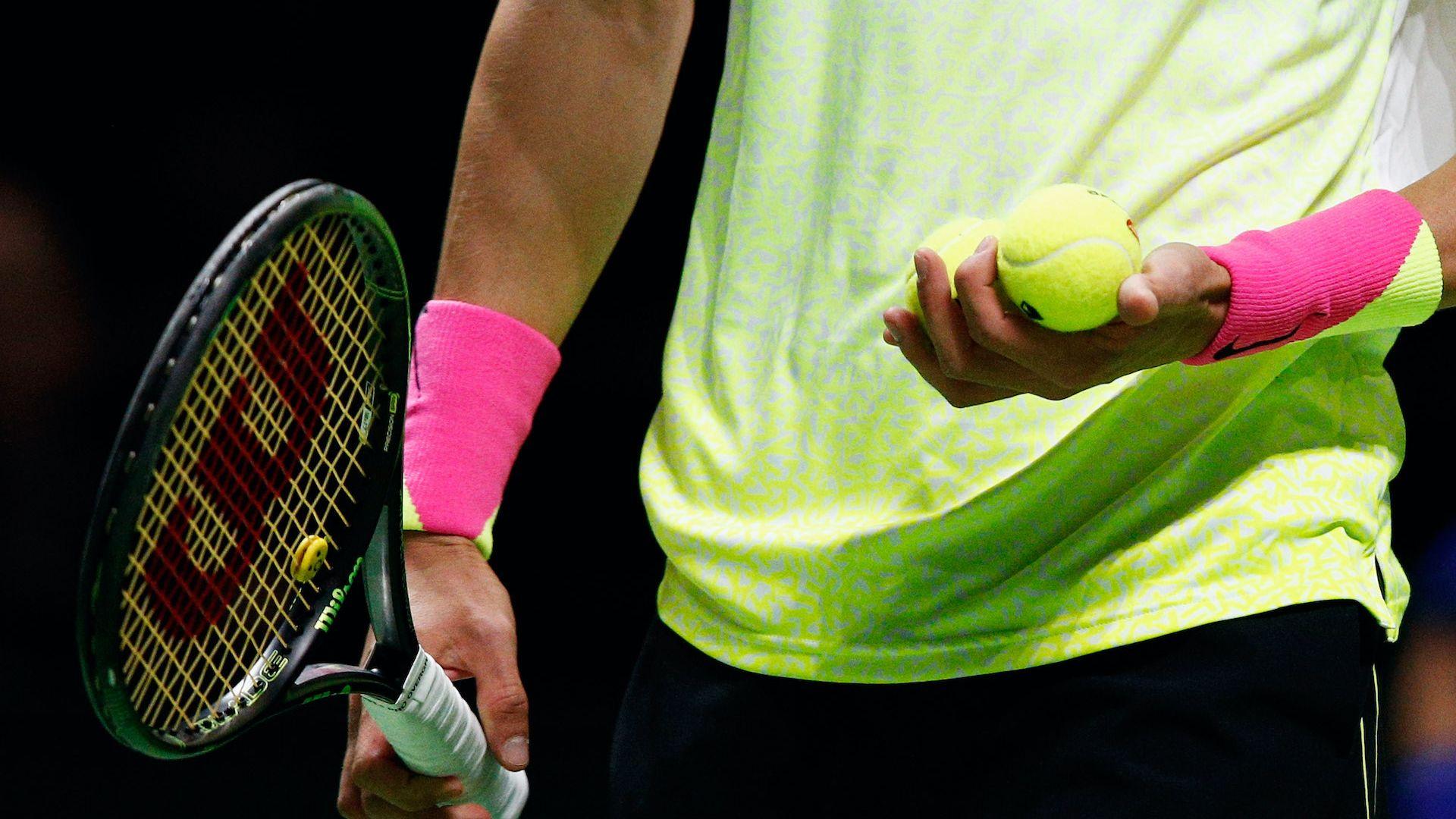 Изхвърлиха от тениса двама българи заради уредени мачове
