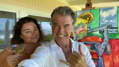 Пиърс Броснан отбеляза 57-ия рожден ден на жена си, като ѝ нарисува картини