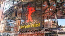 През 2022 г. кинофестивалът Берлинале ще се проведе в традиционен формат