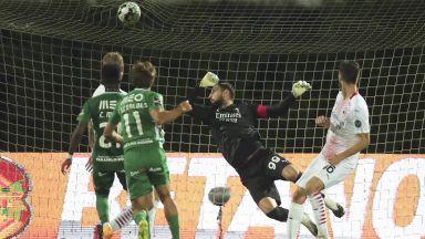 Милан се спаси в епичен трилър с 24 дузпи под проливния дъжд (Лига Европа резултати)