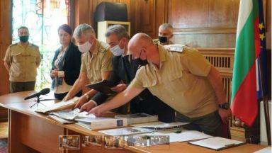Отвориха двете оферти за бойните бронирани машини: американски или финландски