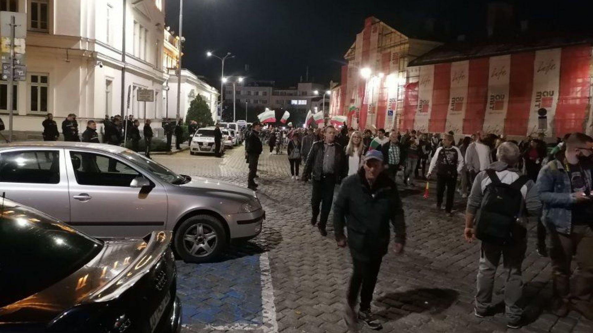 """Протестиращите успяха да стигнат до """"Александър Невски"""" при Четвъртото народно въстание"""