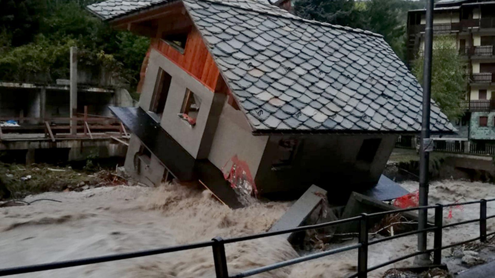 7 трупа са намерени на френско-италианската граница след бури, наводнения и свлачища (снимки)