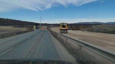 Взривове затварят пътя Калотина-Драгоман за 2 часа