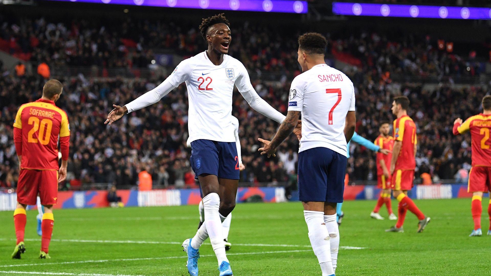 Върнаха двама от купонджиите в състава на Англия