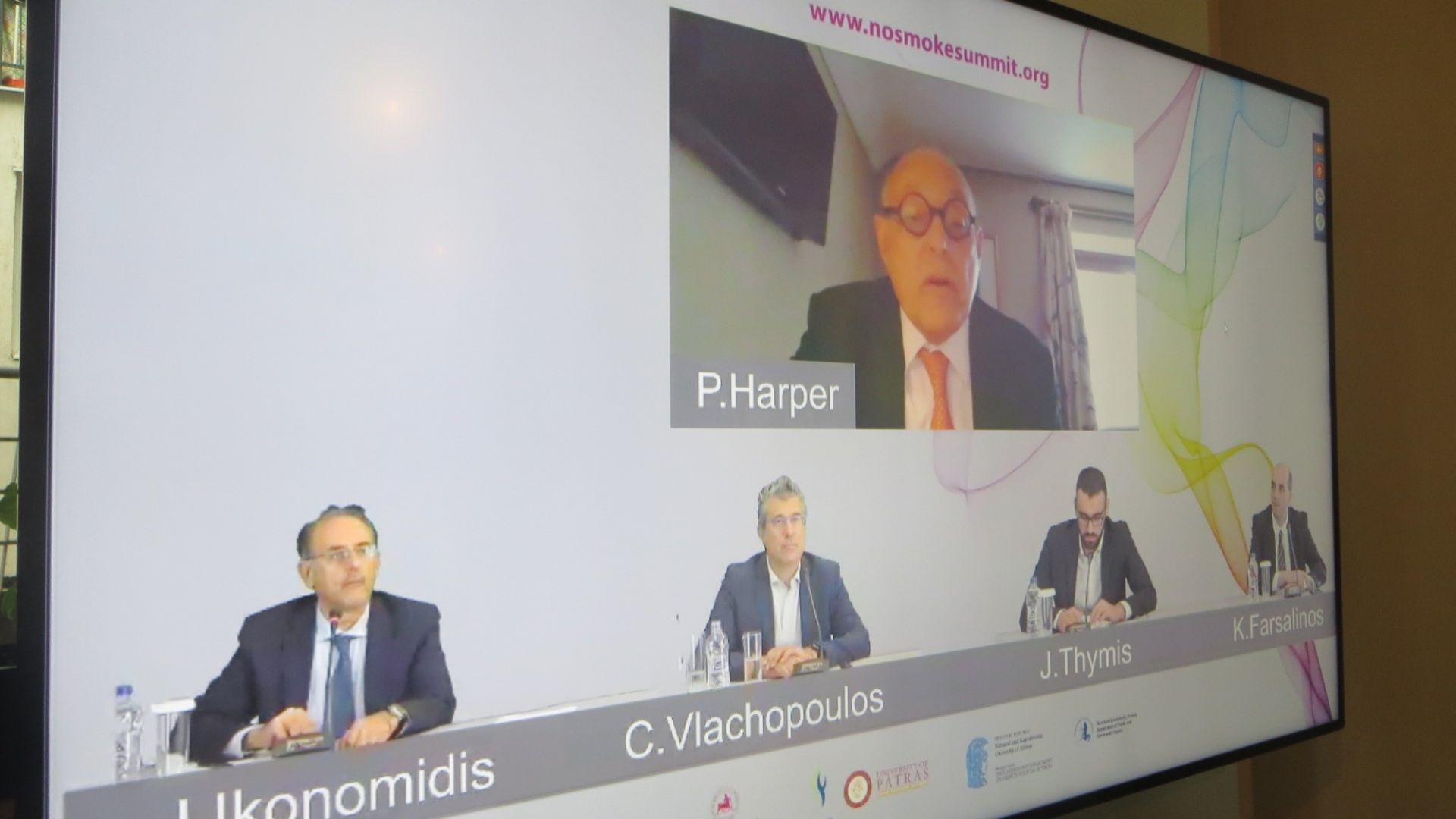 Участниците в дискусията: говори проф. Харпър